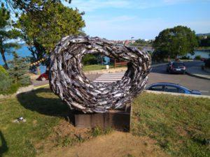 Памятник рыбе