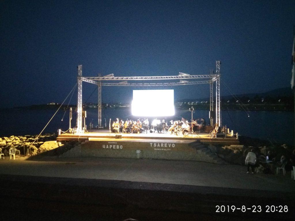 IMG 20190823 202833 1024x768 - Концерт Бургасской оперы на морской сцене Царево
