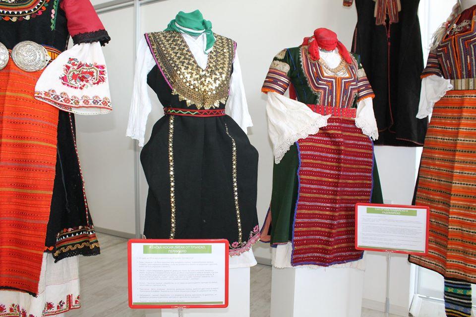 87271812 3243422462353132 1042021622208266240 o - В Царево открылась выставка болгарского костюма