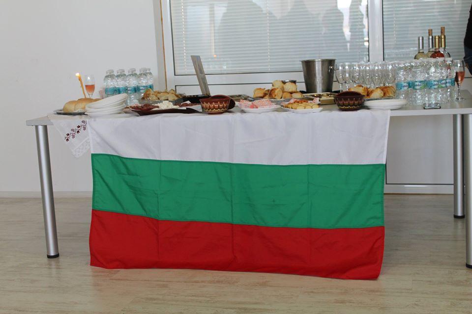 87458971 3243417499020295 5917511824810442752 o - В Царево открылась выставка болгарского костюма