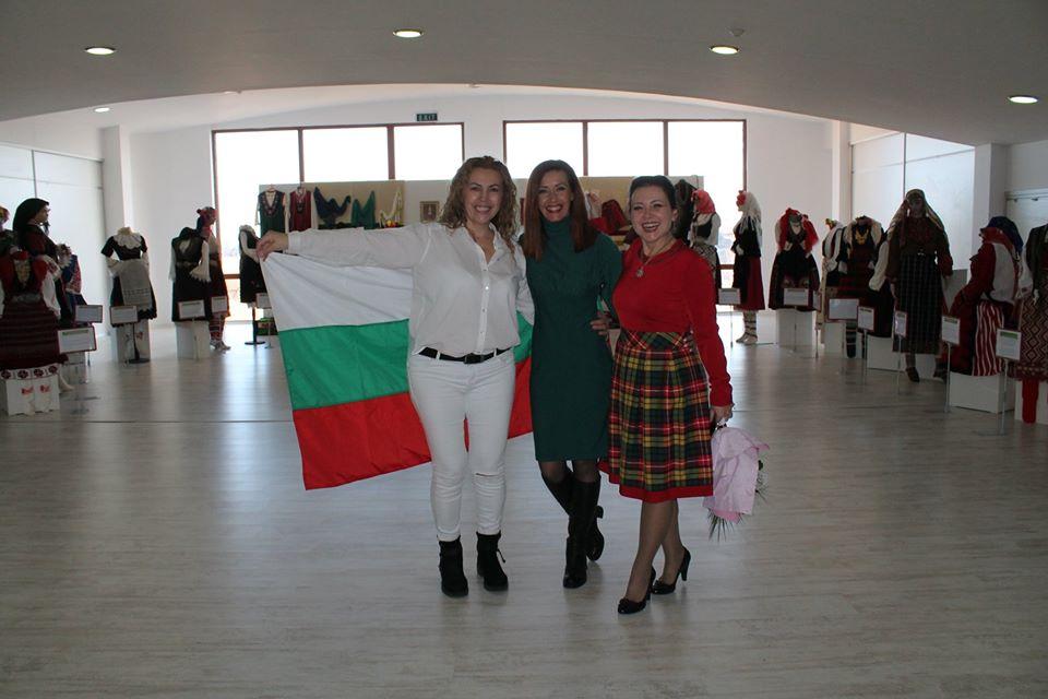 88012950 3243414889020556 6366760267191156736 o - В Царево открылась выставка болгарского костюма