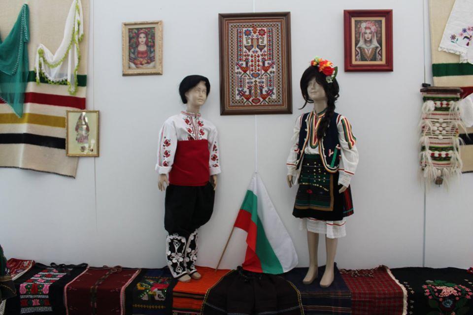 88125753 3243419512353427 522029085572988928 o - В Царево открылась выставка болгарского костюма
