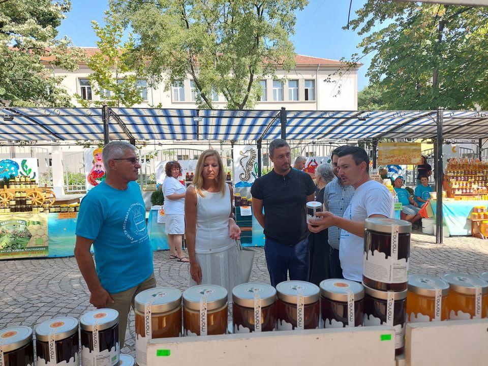 05 - В Царево открылся 18-й Фестиваль странджанского манова мёда и пыльцы