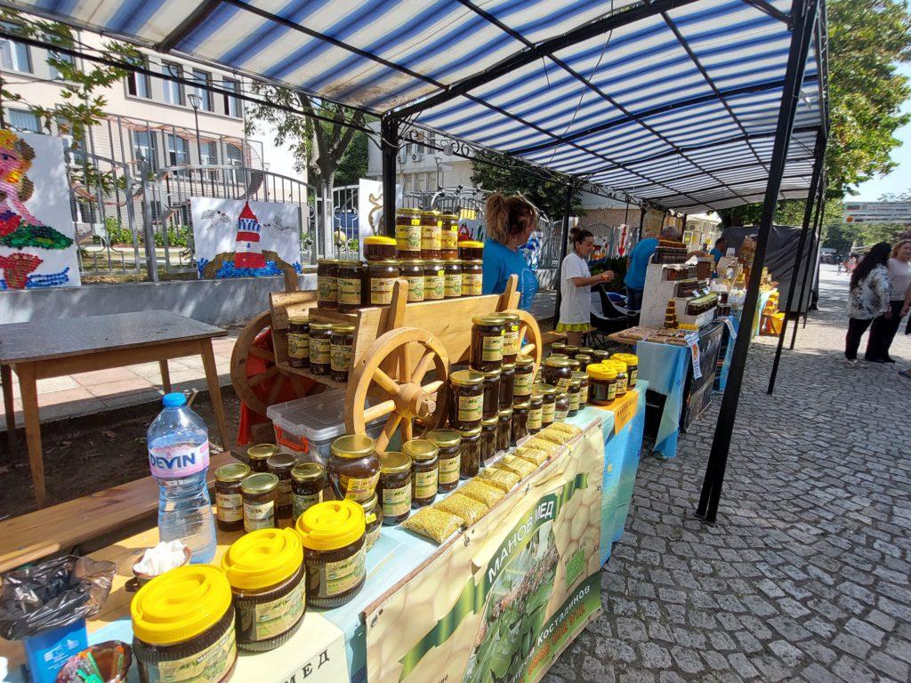 06 1024x768 - В Царево открылся 18-й Фестиваль странджанского манова мёда и пыльцы